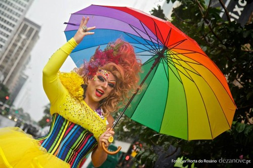 Carnaval LGBT gay Brasil.jpg
