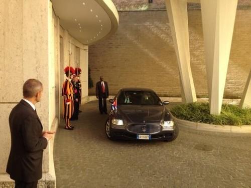 Llegada-al-Vaticano-del-Presidente-cubano-Foto-580