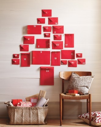 diy-red-envelope-advent-calendar-martha-stewart.jp