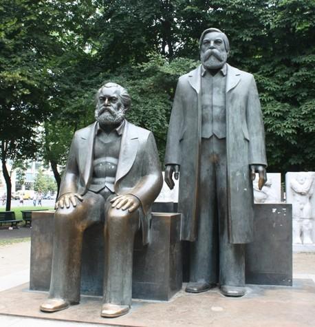 Karl Marx e Friedreich Engels em Berlim