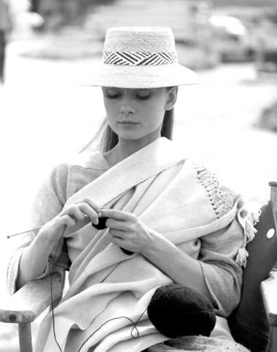 audrey+hepburn+knitting.jpg