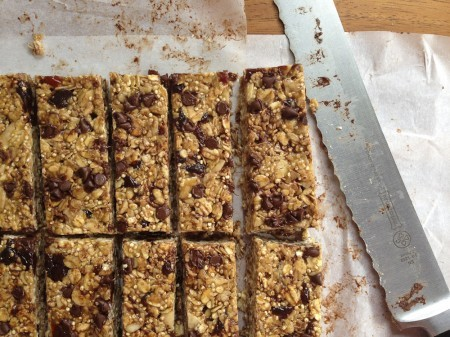 quinoa-granola-bars-knife-450x337.jpg