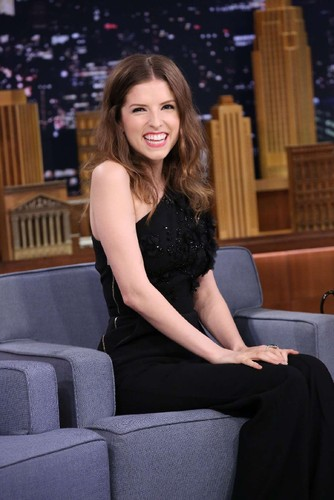 Anna-Kendrick -The-Tonight-Show-with-Jimmy-Fallon-