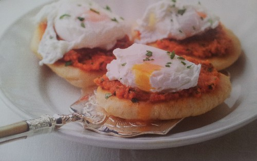 Pão com Molho de Tomate e Ovos Escalfados.jpg