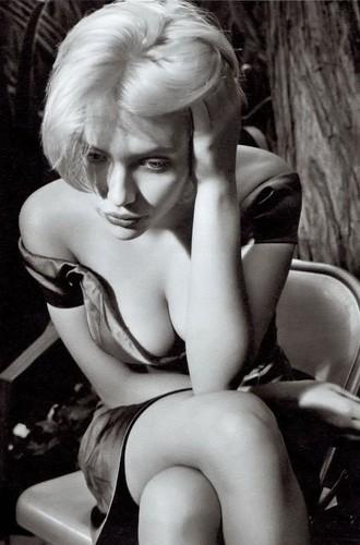 Annie Leibovitz shoots Scarlett Johannson.jpg