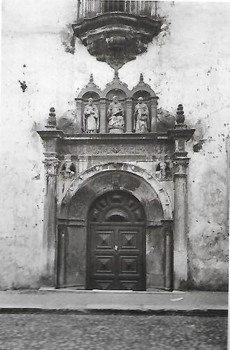 Colégio de S. Tomás, portal.jpg