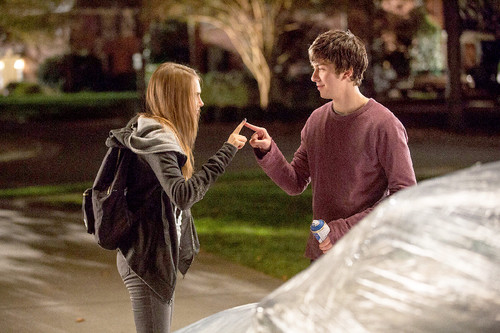1428888381_cara-delevingne-nat-wolff-paper-towns-z