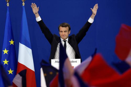Macron aa.jpg