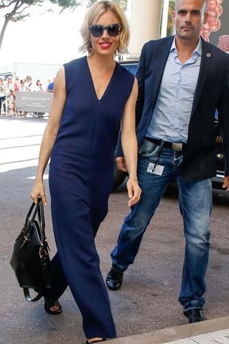 Sienna-Miller-Vogue-13May15-Rex_b_426x639.jpg