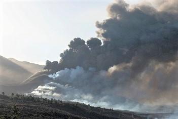 Day-Smoke-Wide-La-Palma-Cumbre-Vieja.jpg