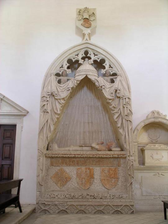 Mosteiro de S. Marcos. Túmulo de Fernão Teles de