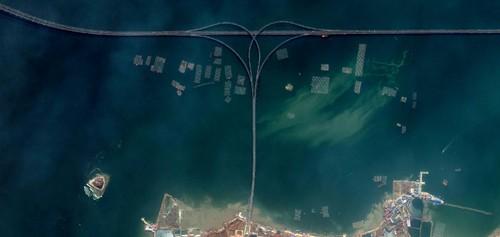 A ponte da baía de Jiaozhou.jpg
