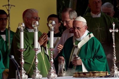 pope-ap.jpg_1813825294[1].jpg
