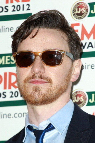 james-mcavoy-ray-ban-wayfarers-sunglasses-rb2132.j