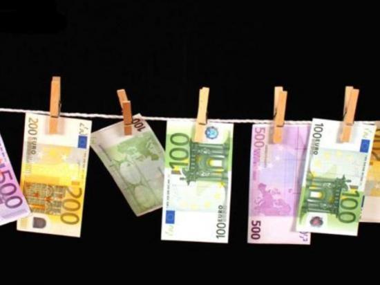 DinheiroCordaRoupaMolas.jpg