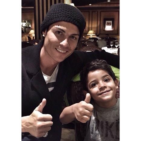 Cristiano Ronaldo e mini-CR7.jpg