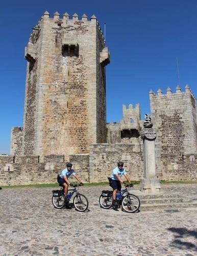 GNR com bicilcleta.jpg