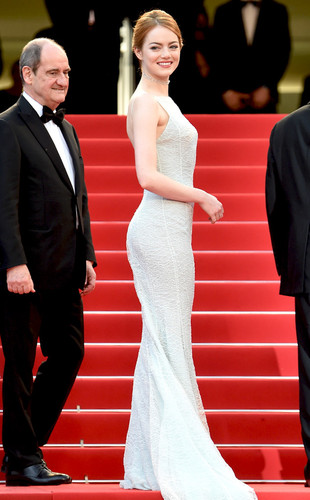 rs_634x1024-150515111655-634.Emma-Stone-Cannes-red