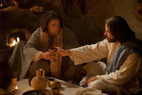 jesus-passes-and-blesses-wine.jpg