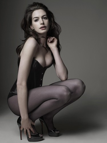 anne-hathaway-mark-seliger-photoshoot-2010-for-gq.