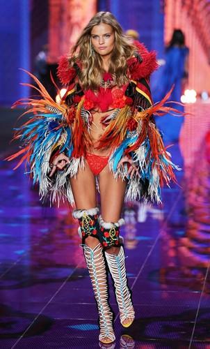 Victoria's Secret-exotic-traveller-fashion-show-lo