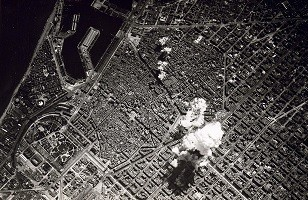 1024px-Barcelona_bombing_(1938).jpg