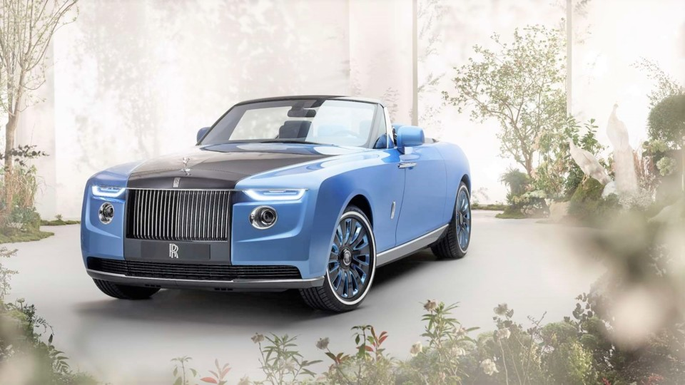 rolls-royce-boat-tail-front-3_4-lifestyle.jpg