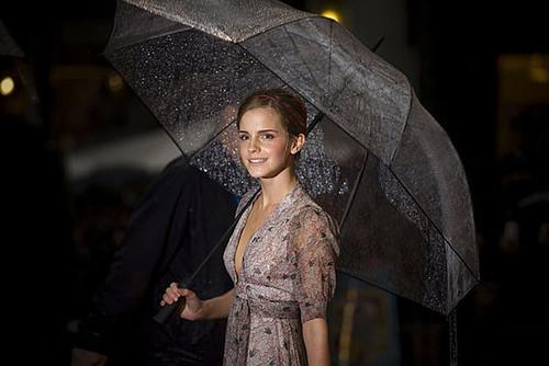 emma watson chapeu de chuva