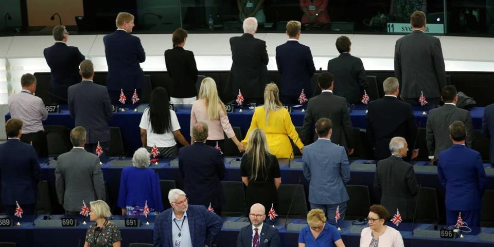 brexit de costas.jpg