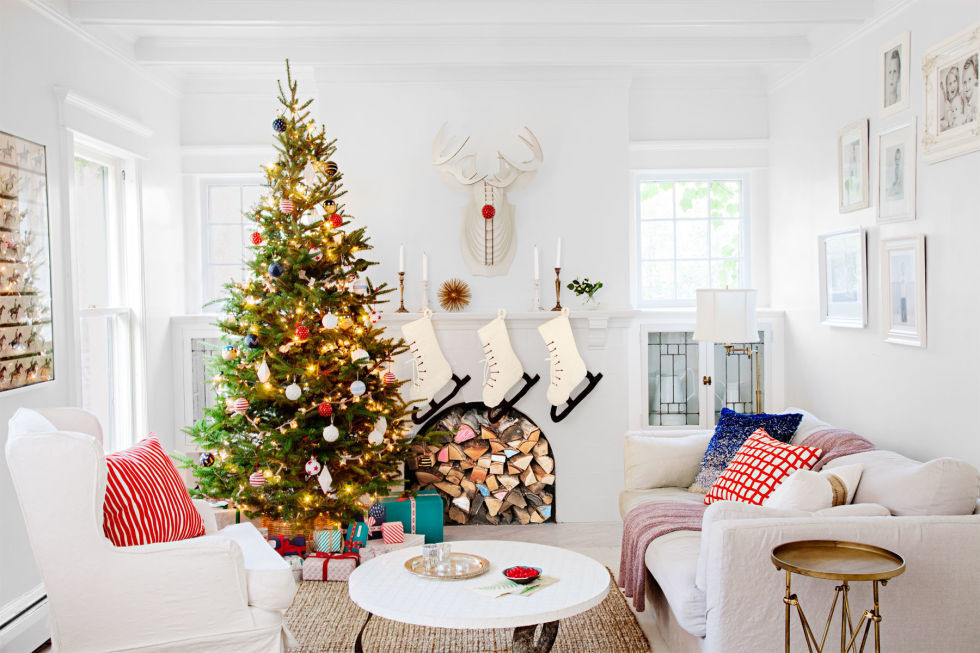 gallery-1447439605-merry-white-living-room-1215.jp