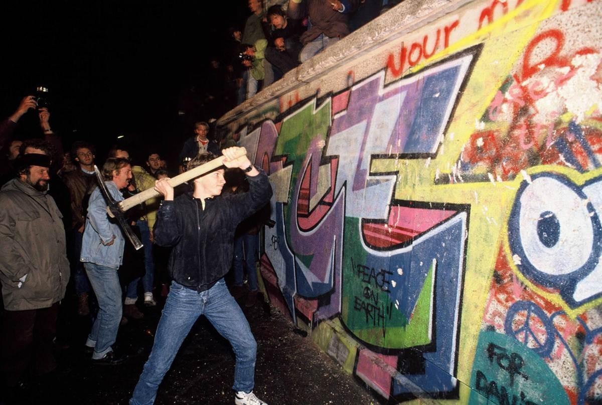 ss-091102-berlin-wall-21.ss_full.jpg