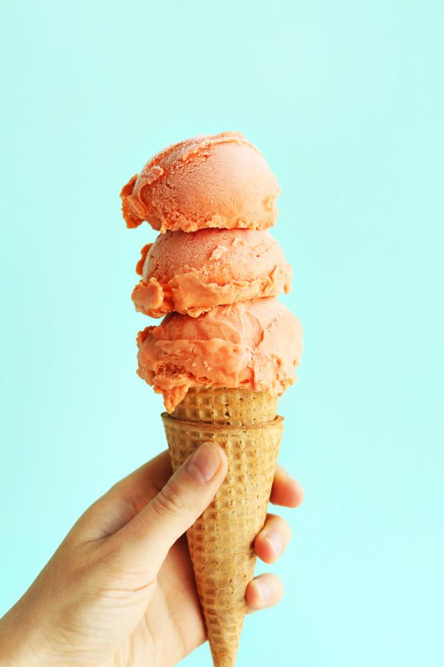 AMAZING-Creamy-Mango-Raspberry-COCONUT-Sorbet-vega