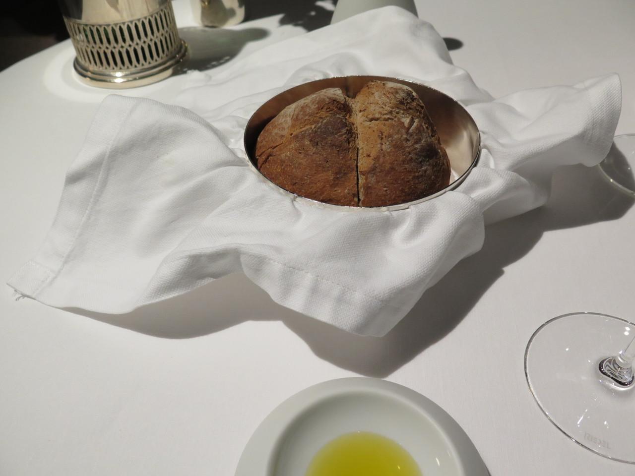 Pão quente e azeite