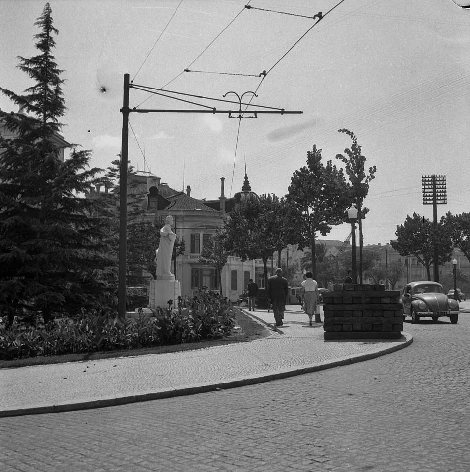 Av. Duque de Loulé e Jardim de Camilo Castelo Branco, Lisboa (J. benoliel, c. 1959)