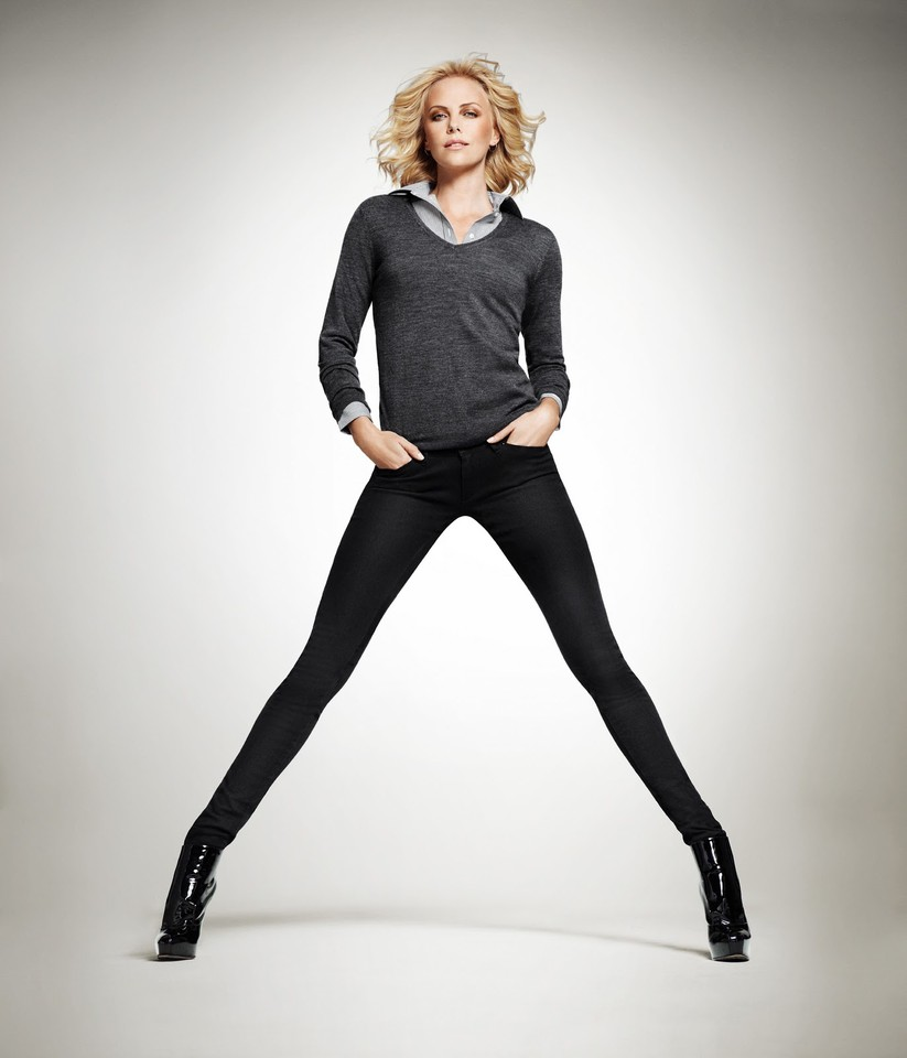 Charlize-Theron-for-Uniqlo-DesignSceneNet-01.jpg