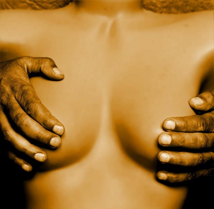 breasts-1008881_960_720.jpeg