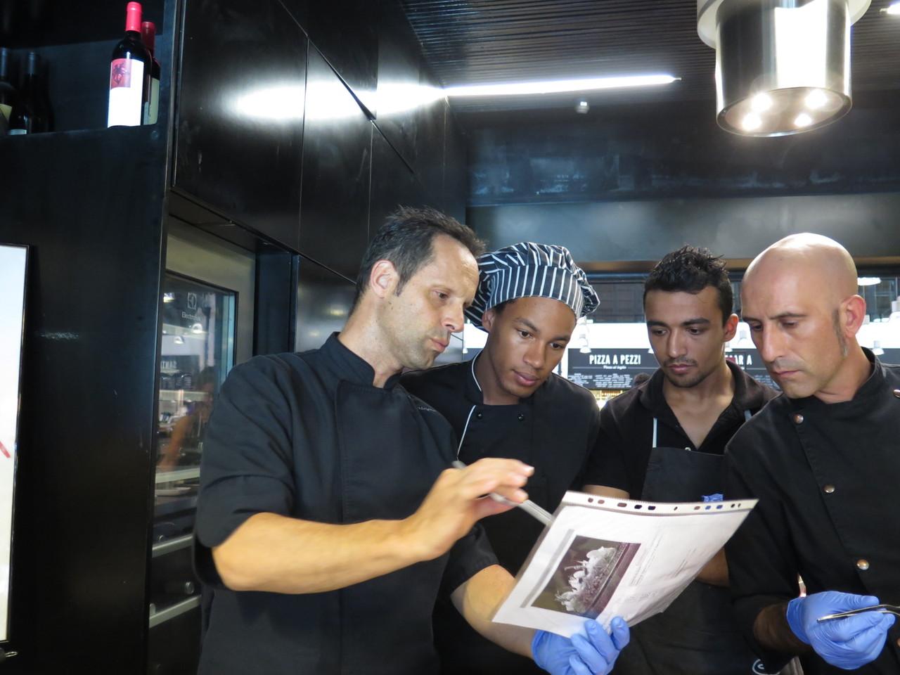 Pascal Meynard explicando o novo tártaro à equipa da TARTAR-IA