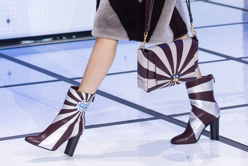 anya-hindmarch-rtw-fall-2016-shoes-lfw-21.jpg