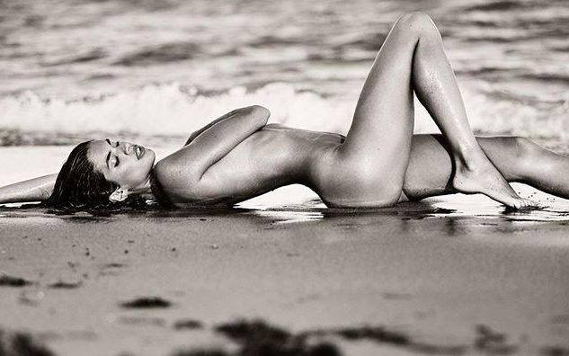 Sara Sampaio 59 (nude).jpg