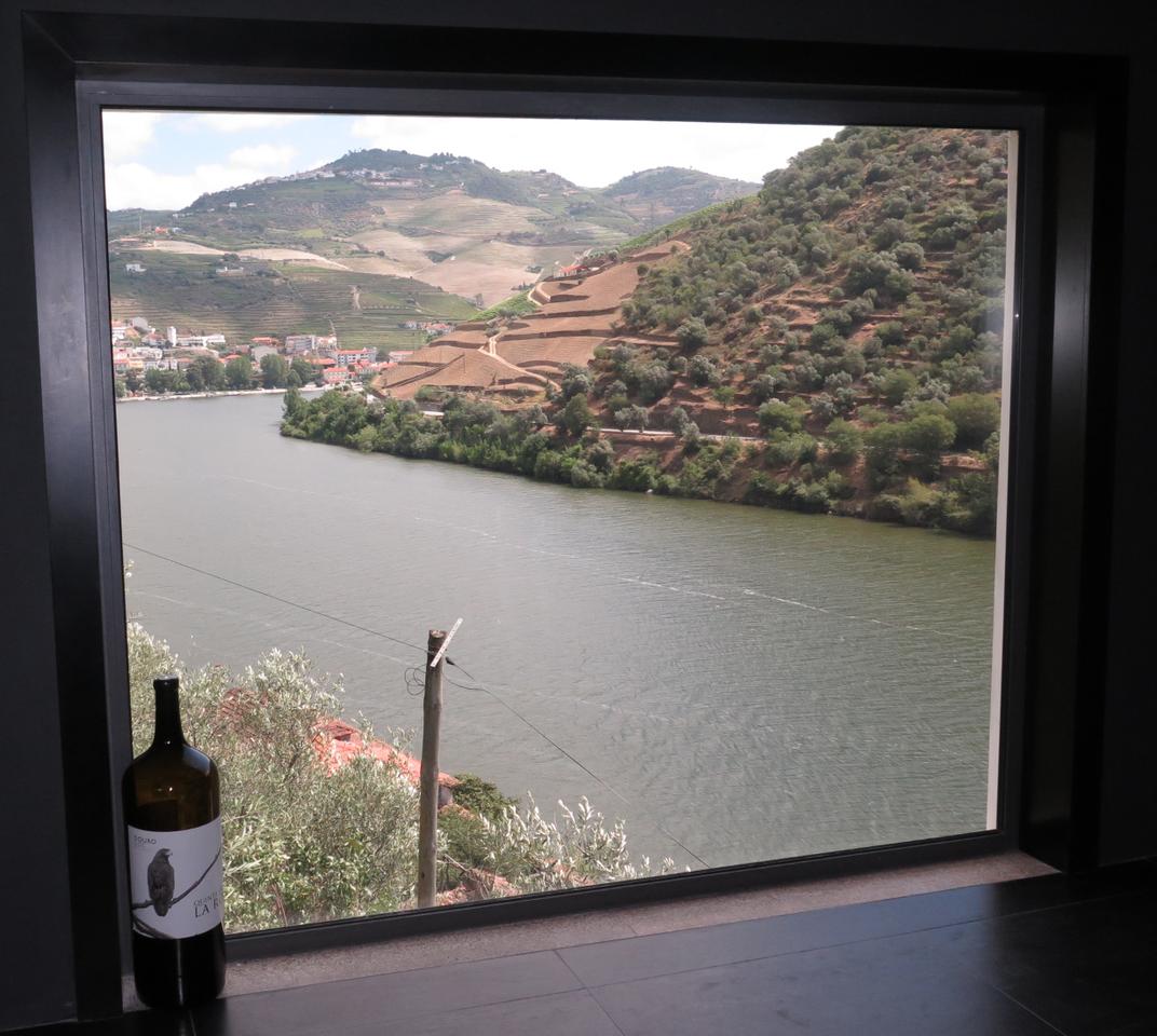 Sala de Provas da Quinta de la Rosa, com vista para o Douro e o Pinhão