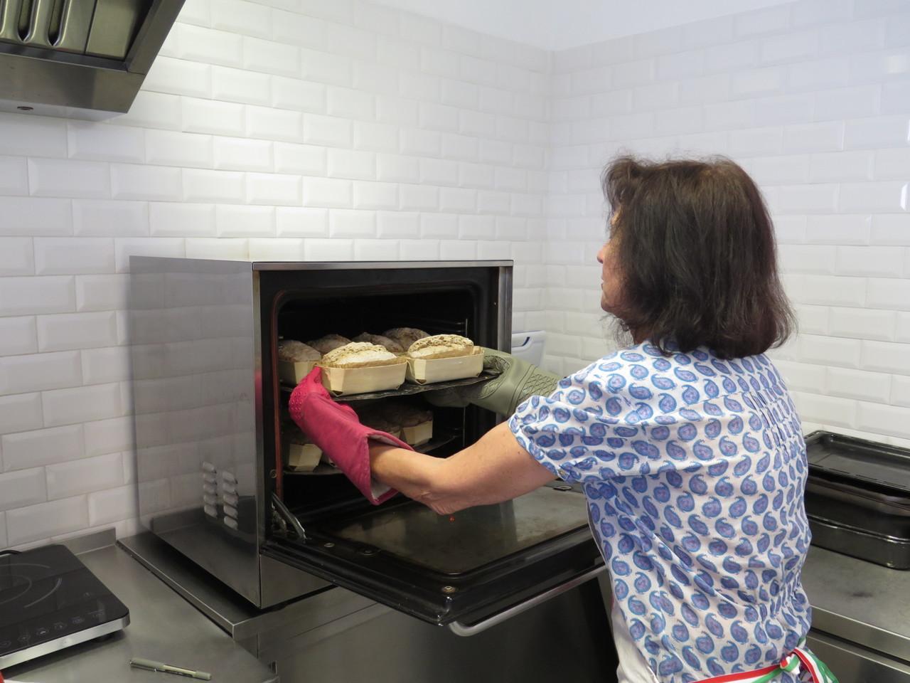 Ana Paula Moreira e o forno da Miosótis, loja de produtos biológicos