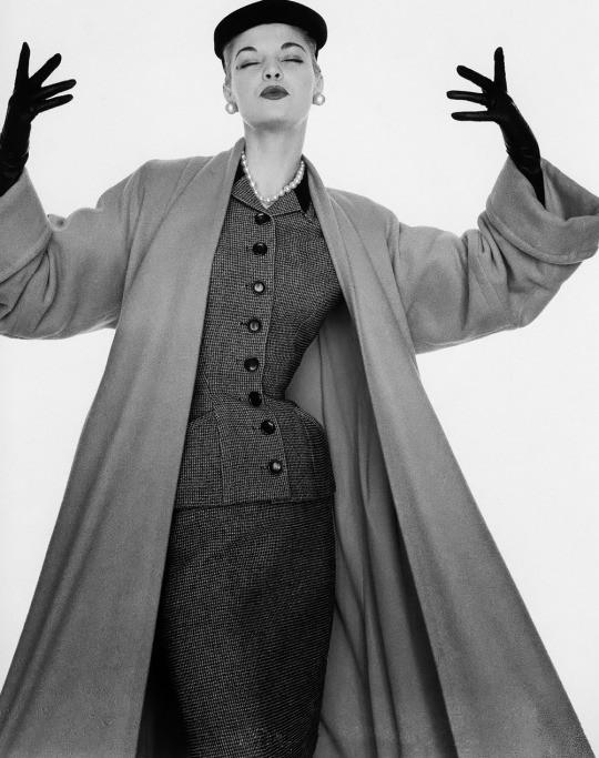 Jean Patchett photographed by William Helburn.jpg