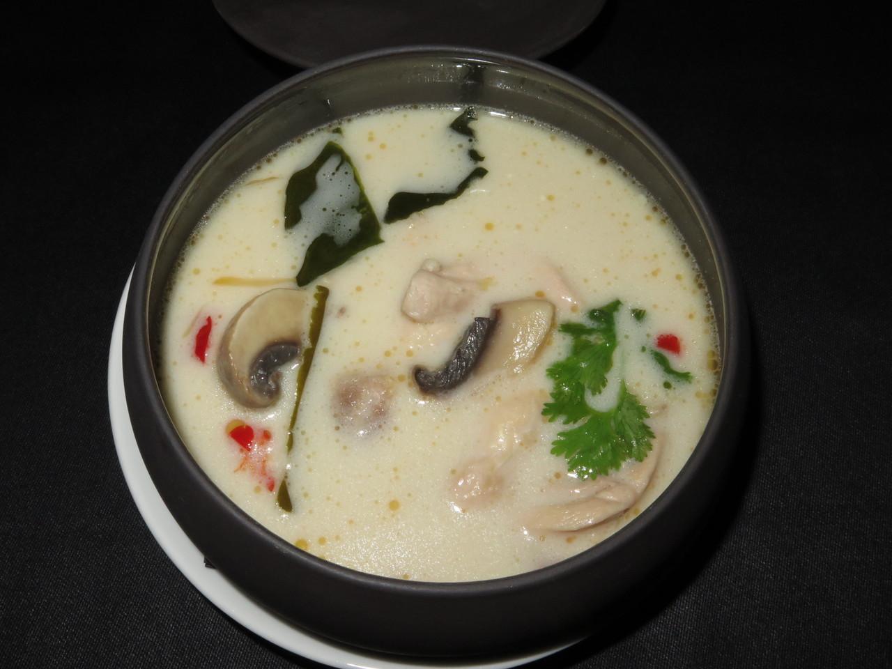 Tom - Kha - Gai | Caldo de coco e galinha