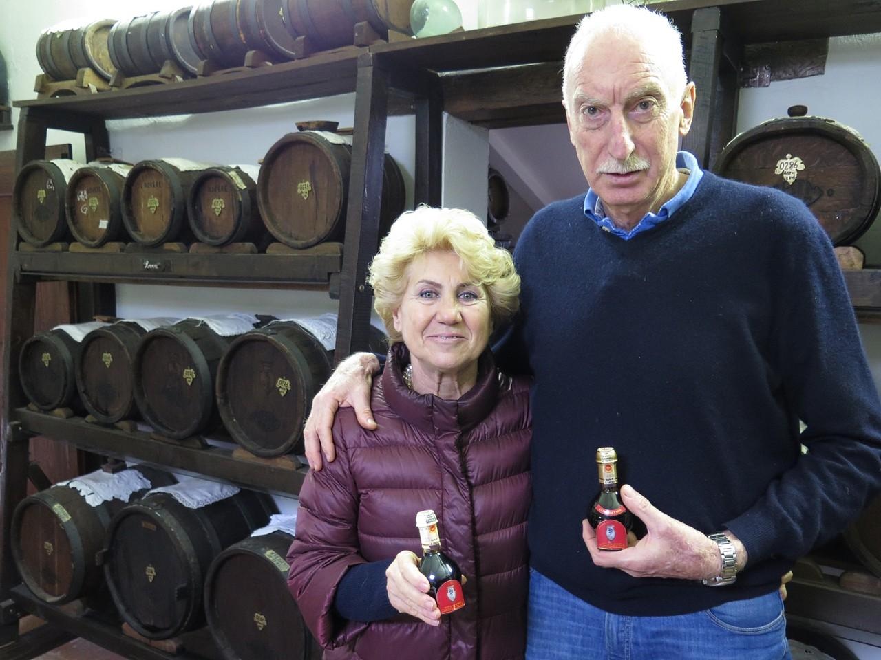 Giovanna e Giorgio Barbieri na Acetaia di Georgio, no sótão da sua casa em Modena
