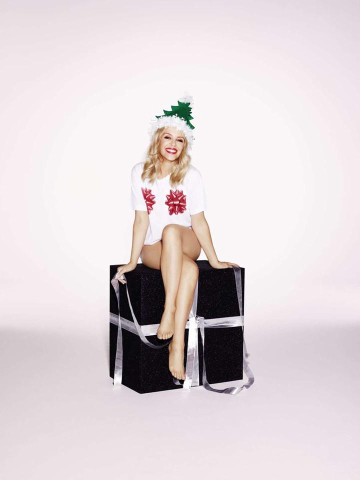 Kylie-Minogue--A-Kylie-Christmas-Shooting-2015--01