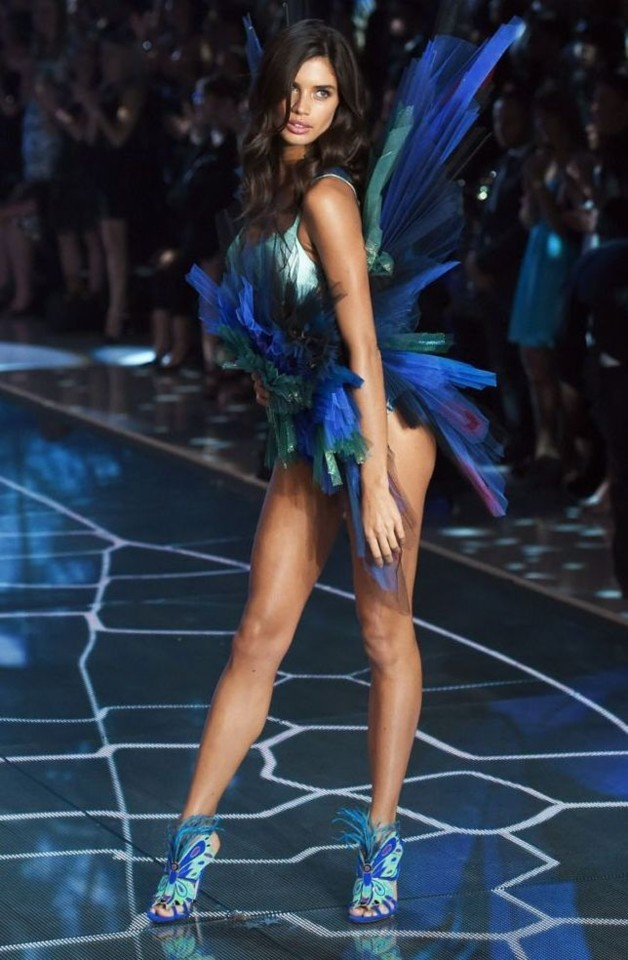 Sara Sampaio 64 (Victoria's Secret 2015).jpg