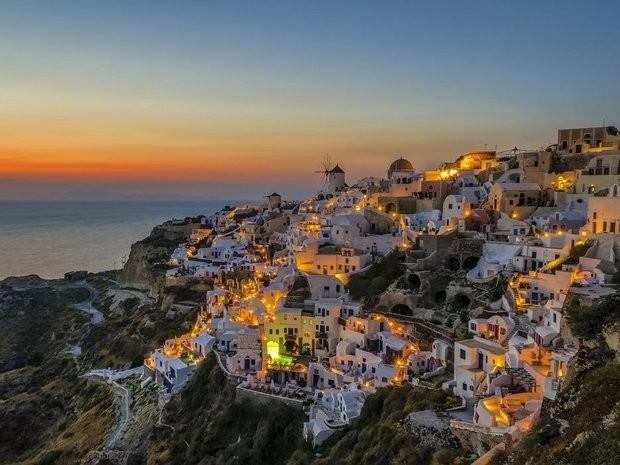 561ebafd8bd380d2282d8319_Santorini-Greece-Getty.jp
