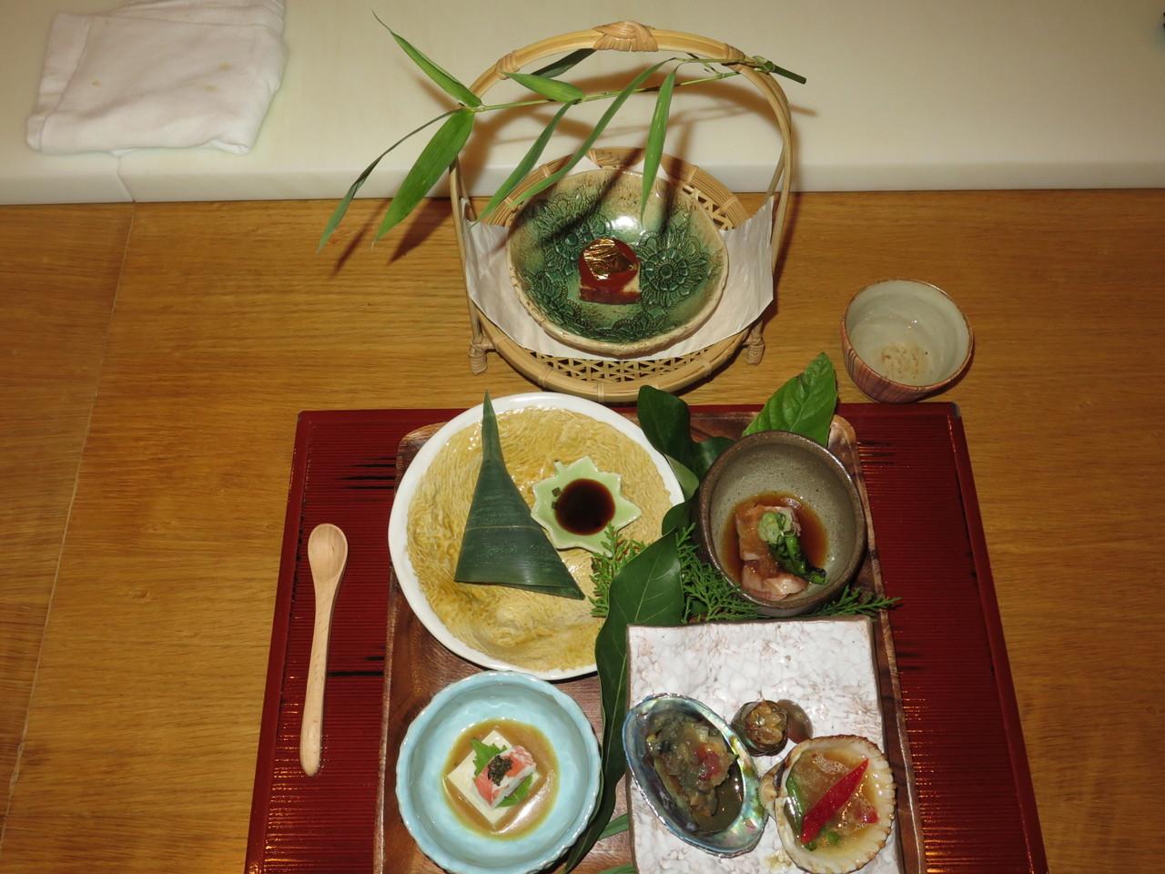 Sasamiaki Renkonmochi, Goma Doufu, Kamo Mizoreae, Akagai Bata-Yaki, Ougon Tamago, Sake Tsukasabotan (Kochi)