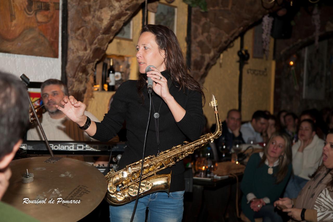 Ana Laíns na Taverna (Sandra Russo) (005)