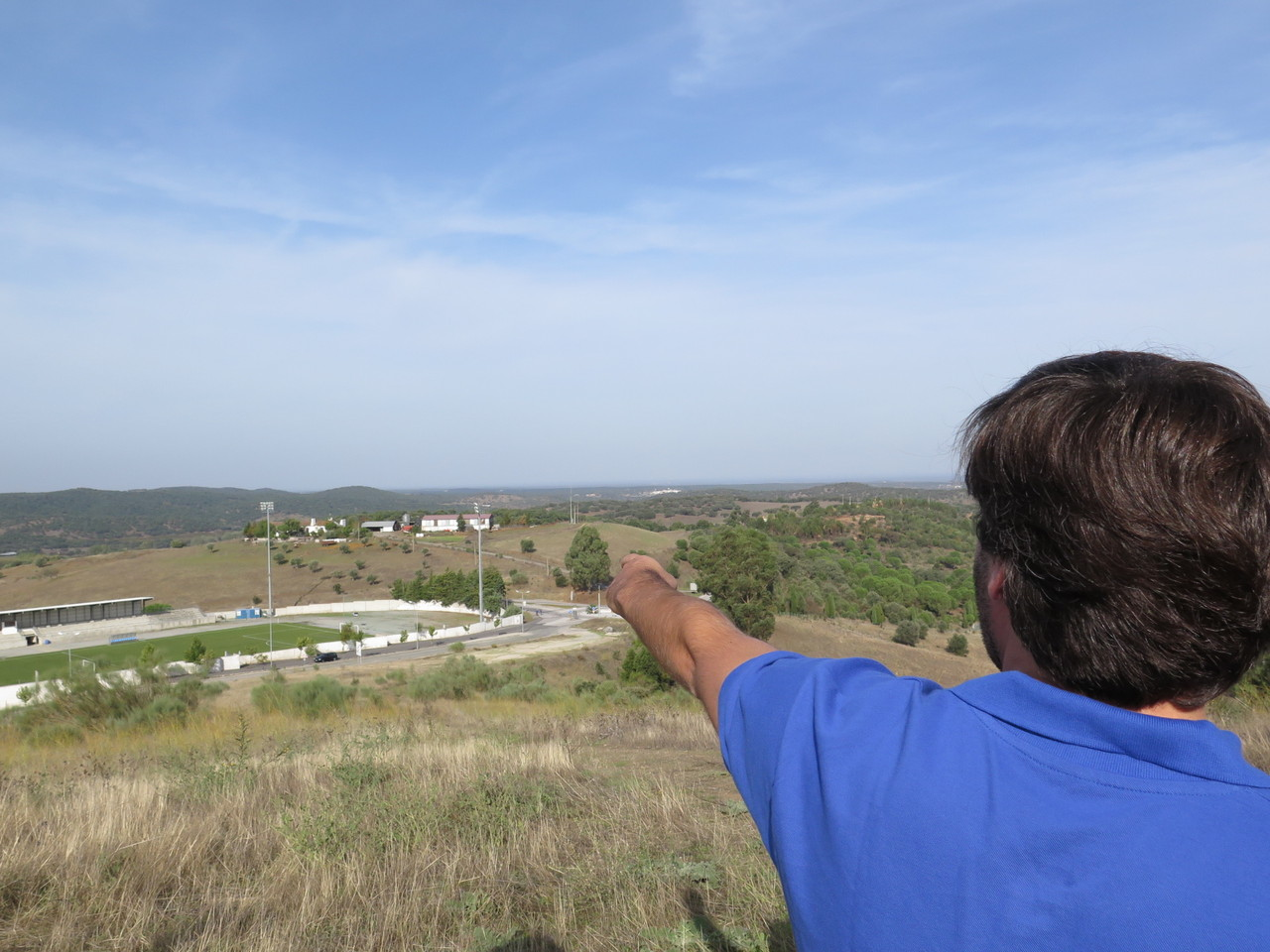 No Castelo de Arraiolos, vendo ao fundo o Monte da Ravasqueira